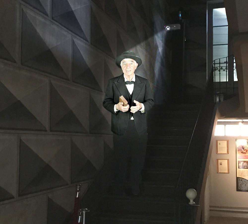 Jean-Henri Fabre en hologramme